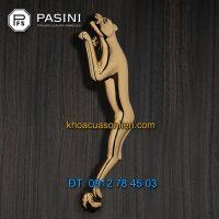 Nơi bán Tay nắm cửa gỗ cao cấp hình Báo mạ vàng PVD của Pasini nhập khẩu Italy